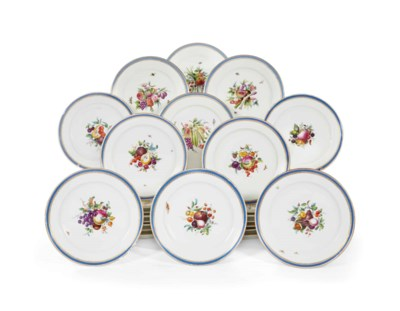 SEPT ASSIETTES EN PORCELAINE D