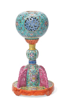 A TURQUOISE-GROUND FAMILLE ROSE HAT STAND