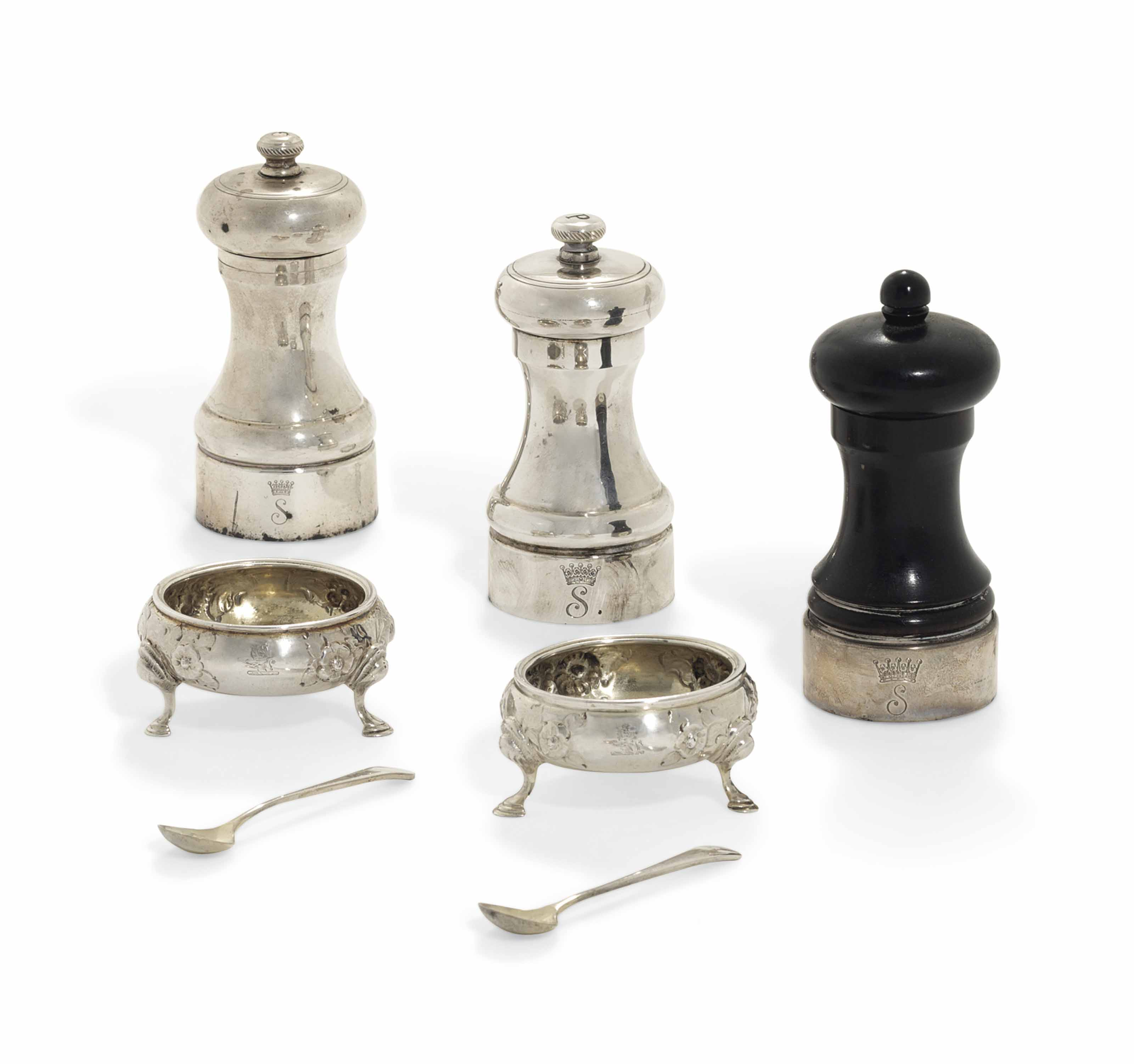 A GROUP OF VICTORIAN AND ELIZABETH II SILVER AND SILVER-MOUNTED CONDIMENT-ITEMS
