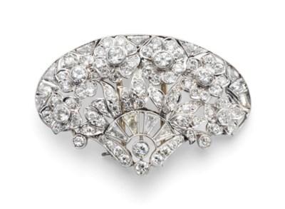 A DIAMOND BROOCH EARLY 20TH CE