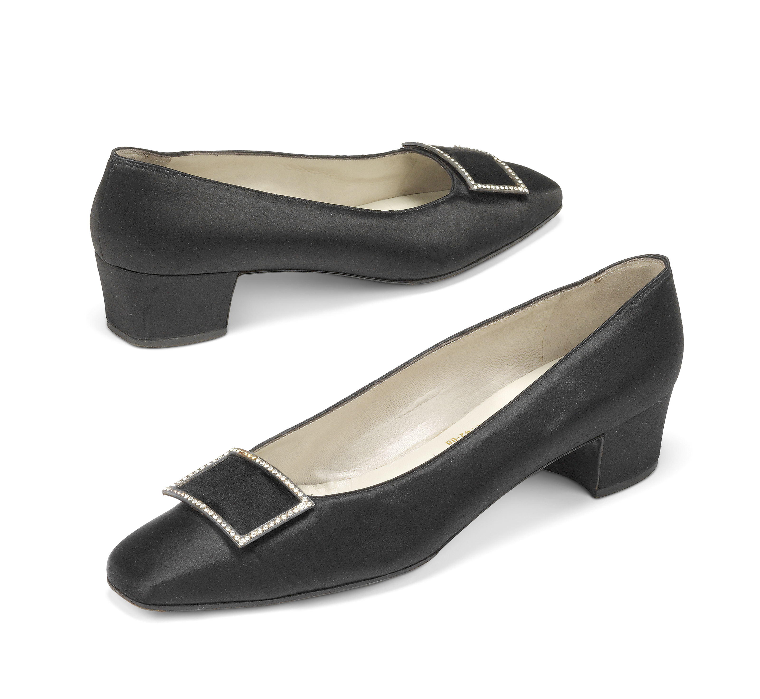 e8f7cba8bad A PAIR OF BLACK SATIN EVENING PUMPS