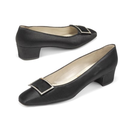 A PAIR OF BLACK SATIN EVENING PUMPS