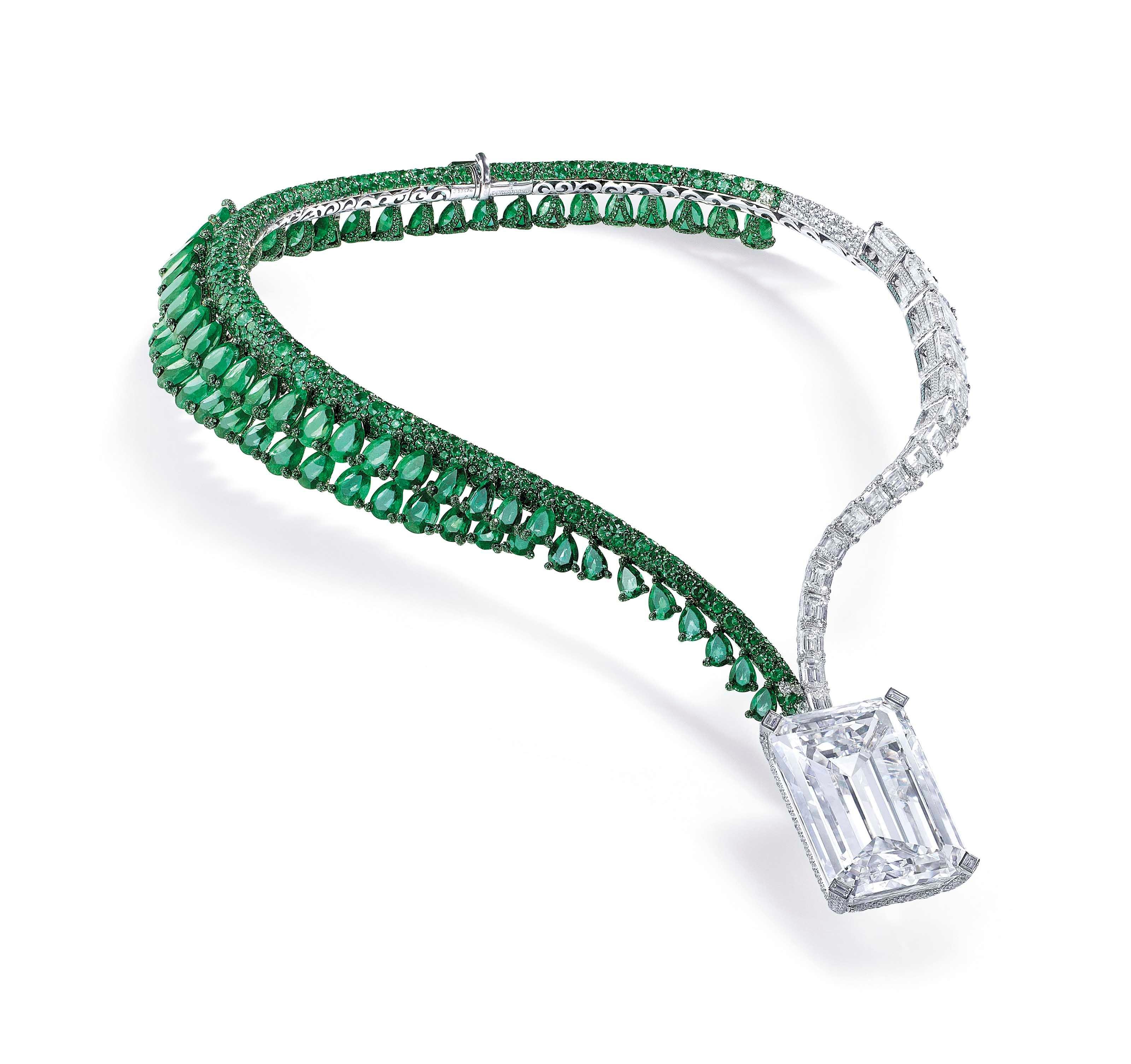 「The Art of De Grisogono — Creation I」钻石及祖母绿项链,镶嵌一颗163.41克拉无瑕美钻。2017年11月14日在佳士得日内瓦以33,500,000瑞郎成交。