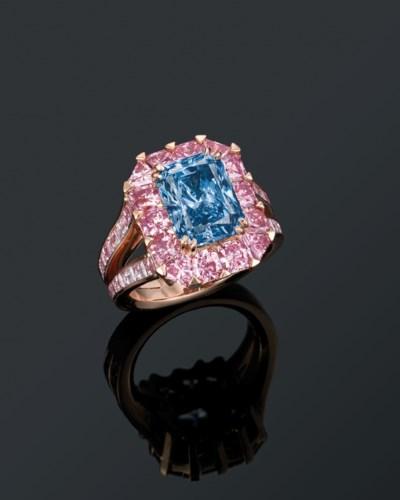 AN EXCEPTIONAL COLOURED DIAMON