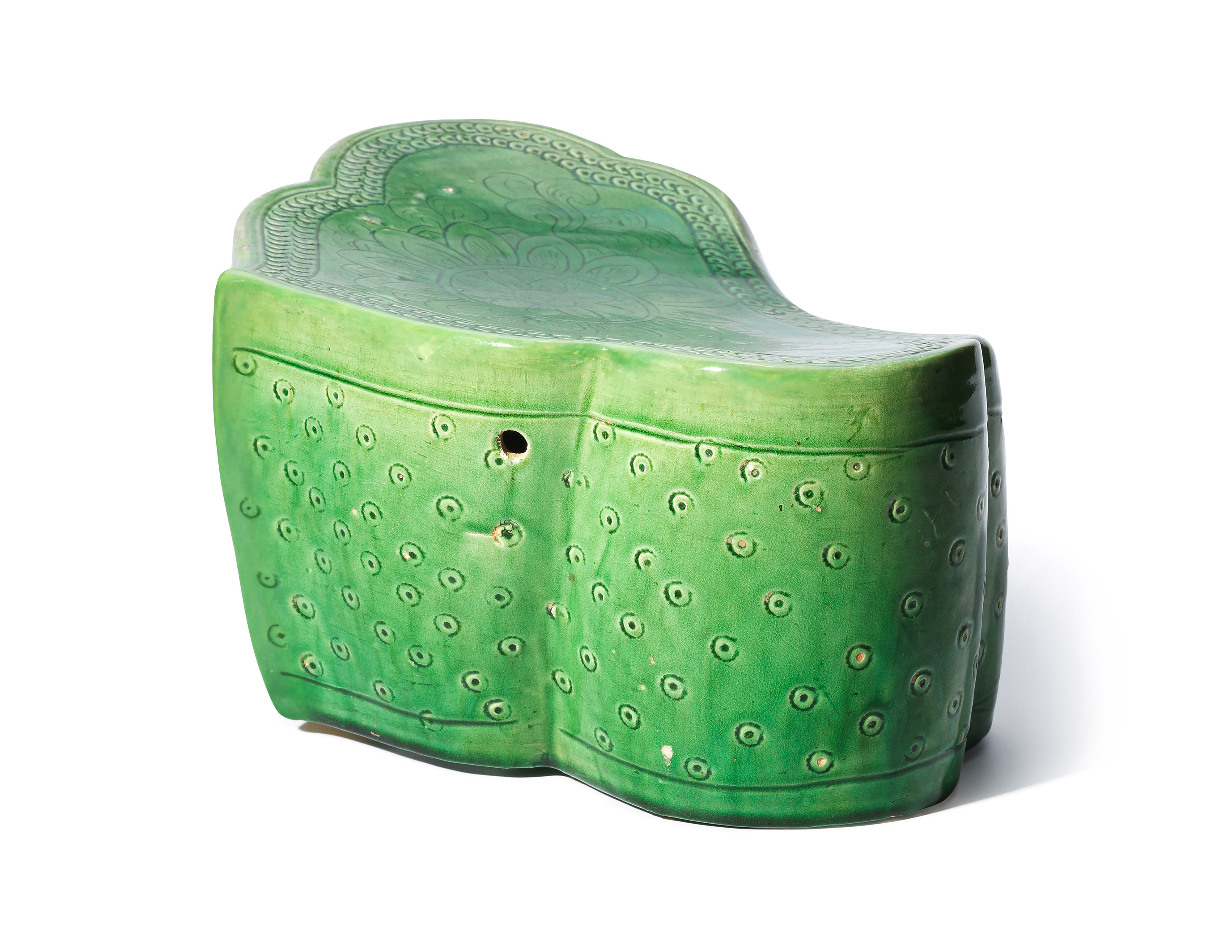 北宋 定窑绿釉刻宝相花纹如意形枕