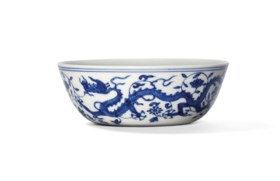 A VERY RARE BLUE AND WHITE 'DRAGON AND PHOENIX' SHALLOW BOWL