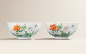 A FINE AND EXTREMELY RARE PAIR OF FAMILLE ROSE 'POPPY' BOWLS