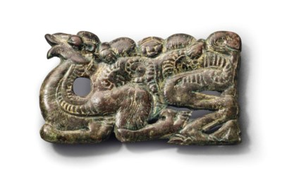 A GILT-BRONZE BELT PLAQUE OF A