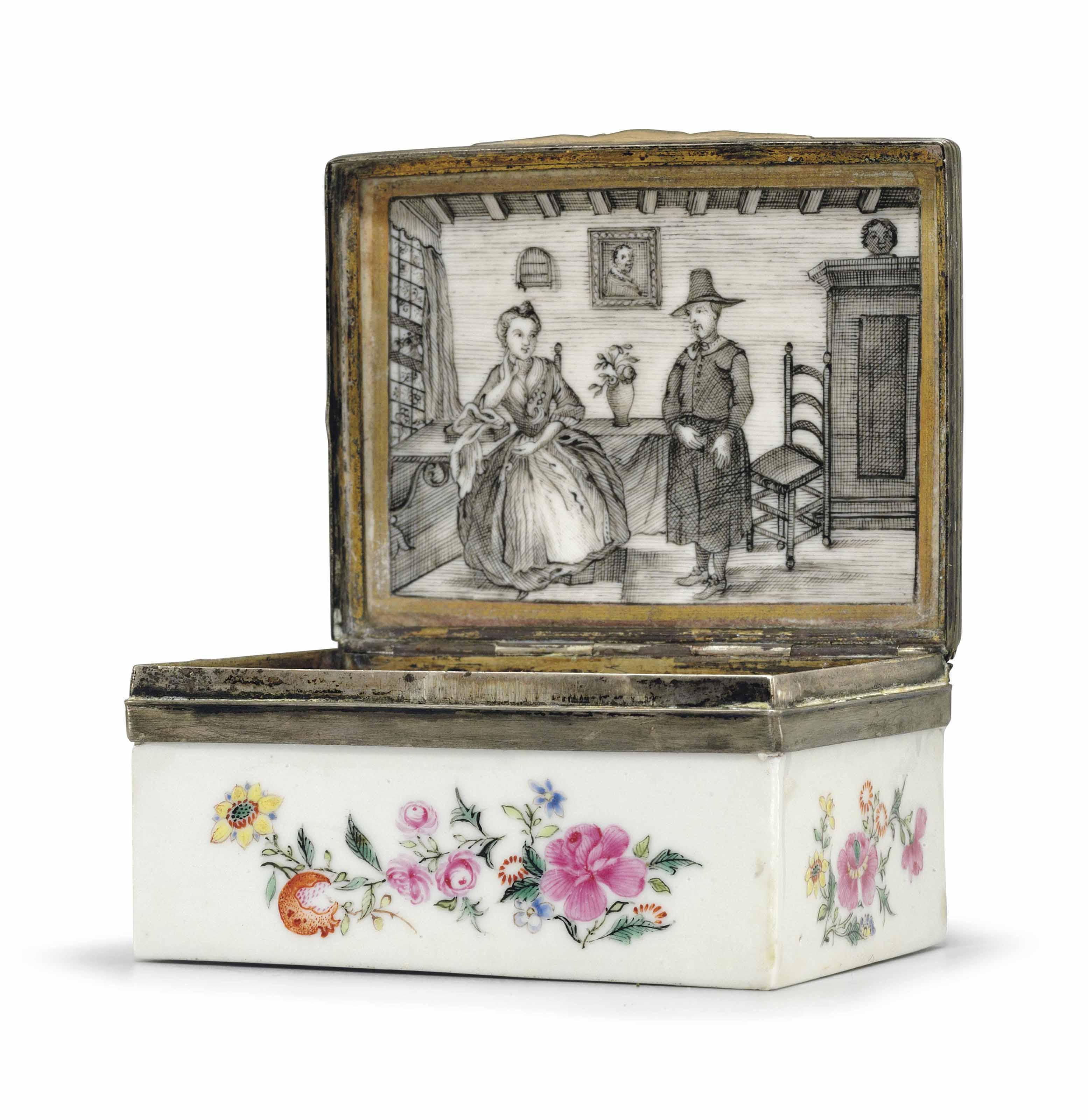 A FAMILLE ROSE PORCELAIN SNUFF BOX