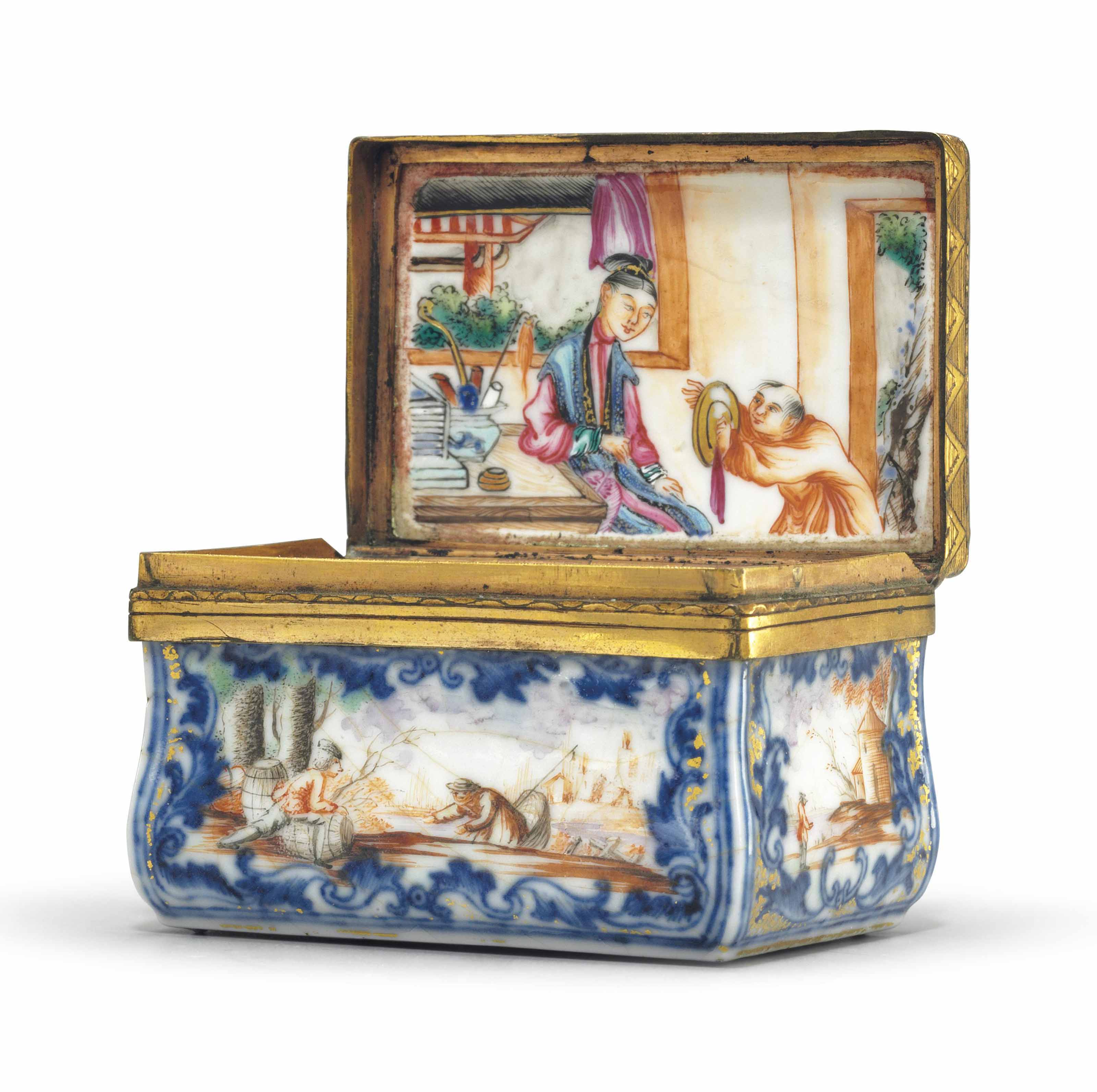 A FAMILLE ROSE AND COBALT BLUE PORCELAIN SNUFF BOX