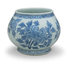A blue and white porcelain globular jar