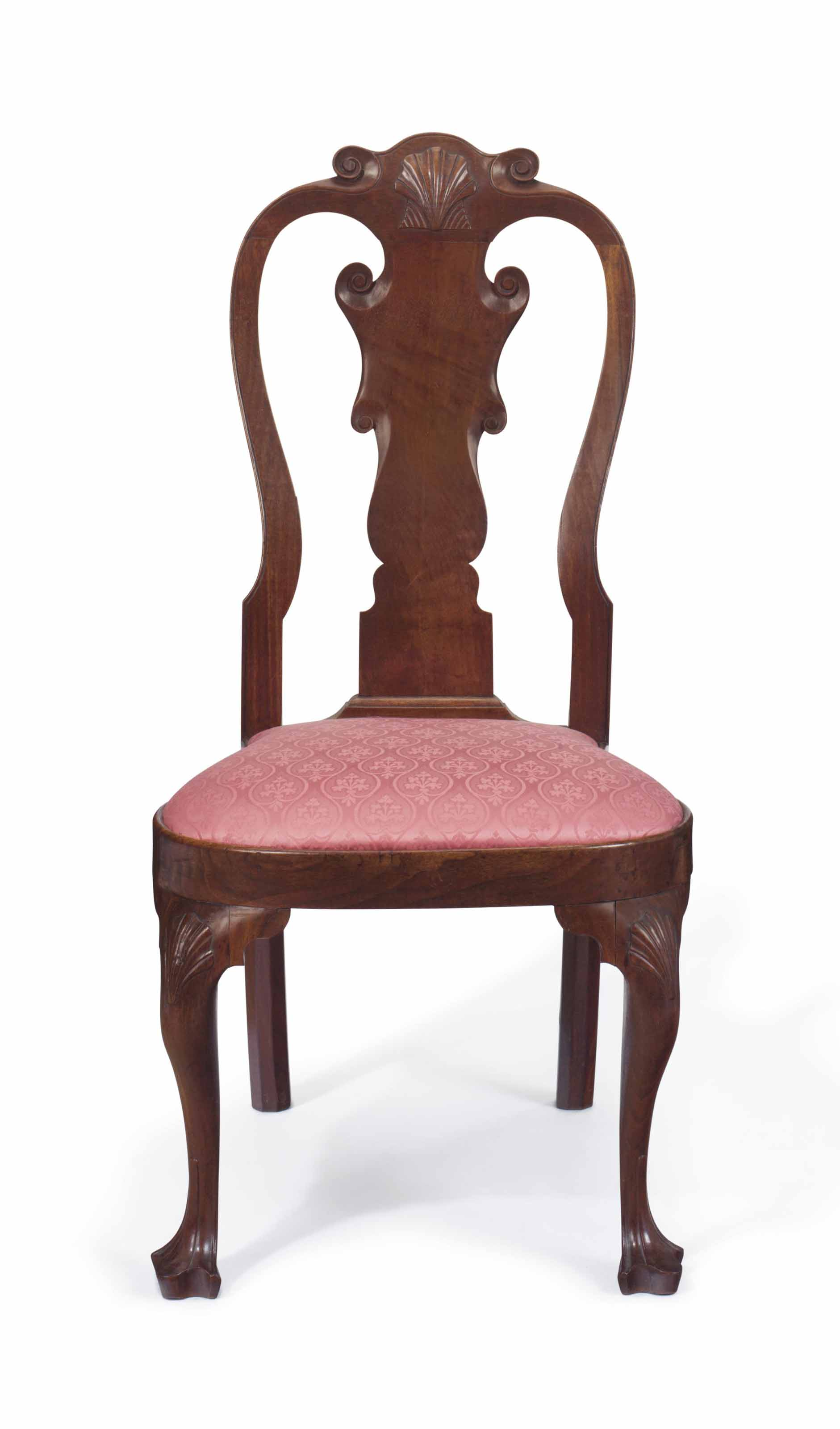 A QUEEN ANNE CARVED WALNUT COMPASS-SEAT SIDE CHAIR
