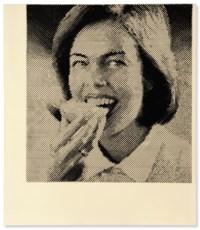 Frau mit Butterbrot