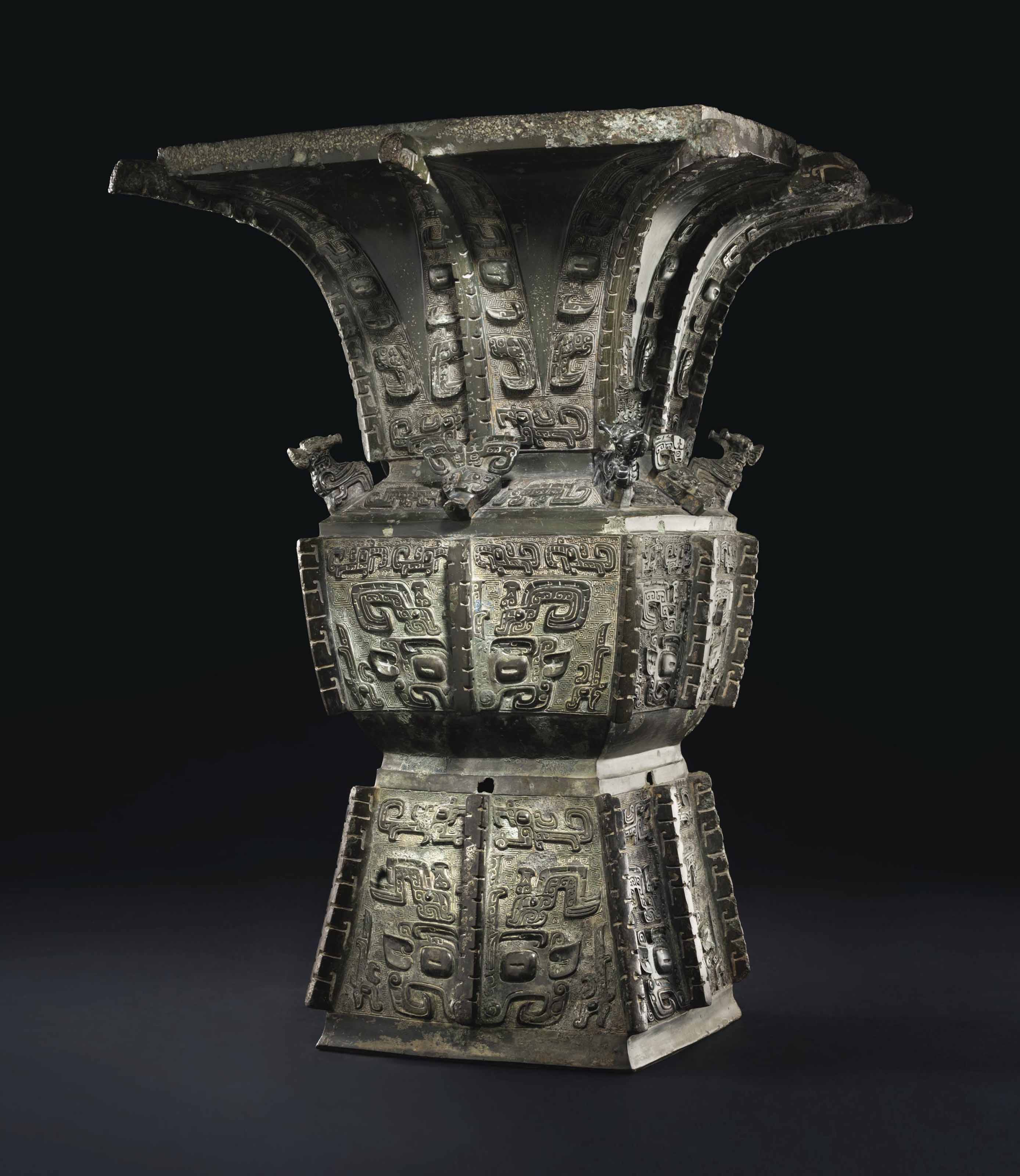 A MAGNIFICENT AND HIGHLY IMPORTANT BRONZE RITUAL WINE VESSEL, FANGZUN