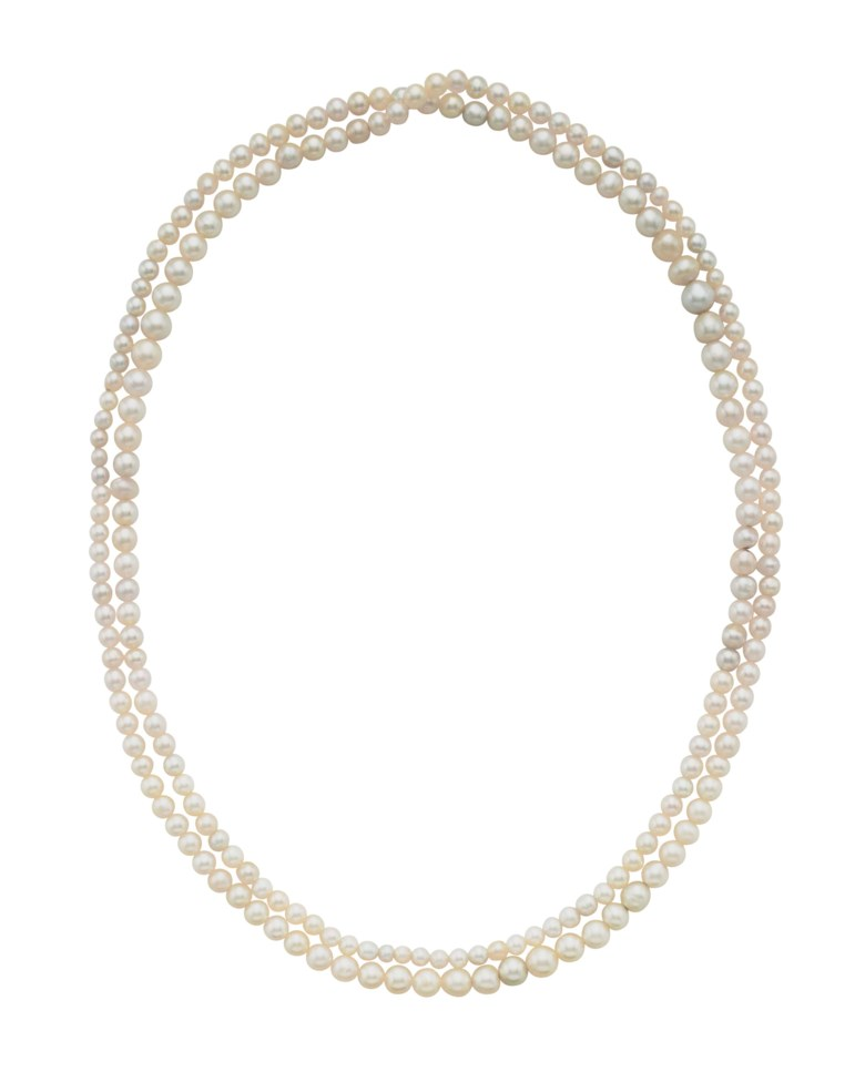 A single-strand natural pearl necklace, with report No. 2185643407 dated 11 August 2017 from the GIA (Gemological Institute of America) stating that the 208 pearls are natural, confirming that 206 pearls are saltwater and 2 pearls are freshwater. Accompanied by report No 95818 dated 2 October 2017 from the SSEF Swiss Gemmological Institute stating that the analysed properties confirm the