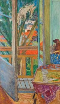 La porte-fenêtre avec chien