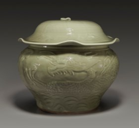 A RARE LONGQUAN CELADON CARVED JAR AND COVER