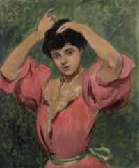 Femme se coiffant