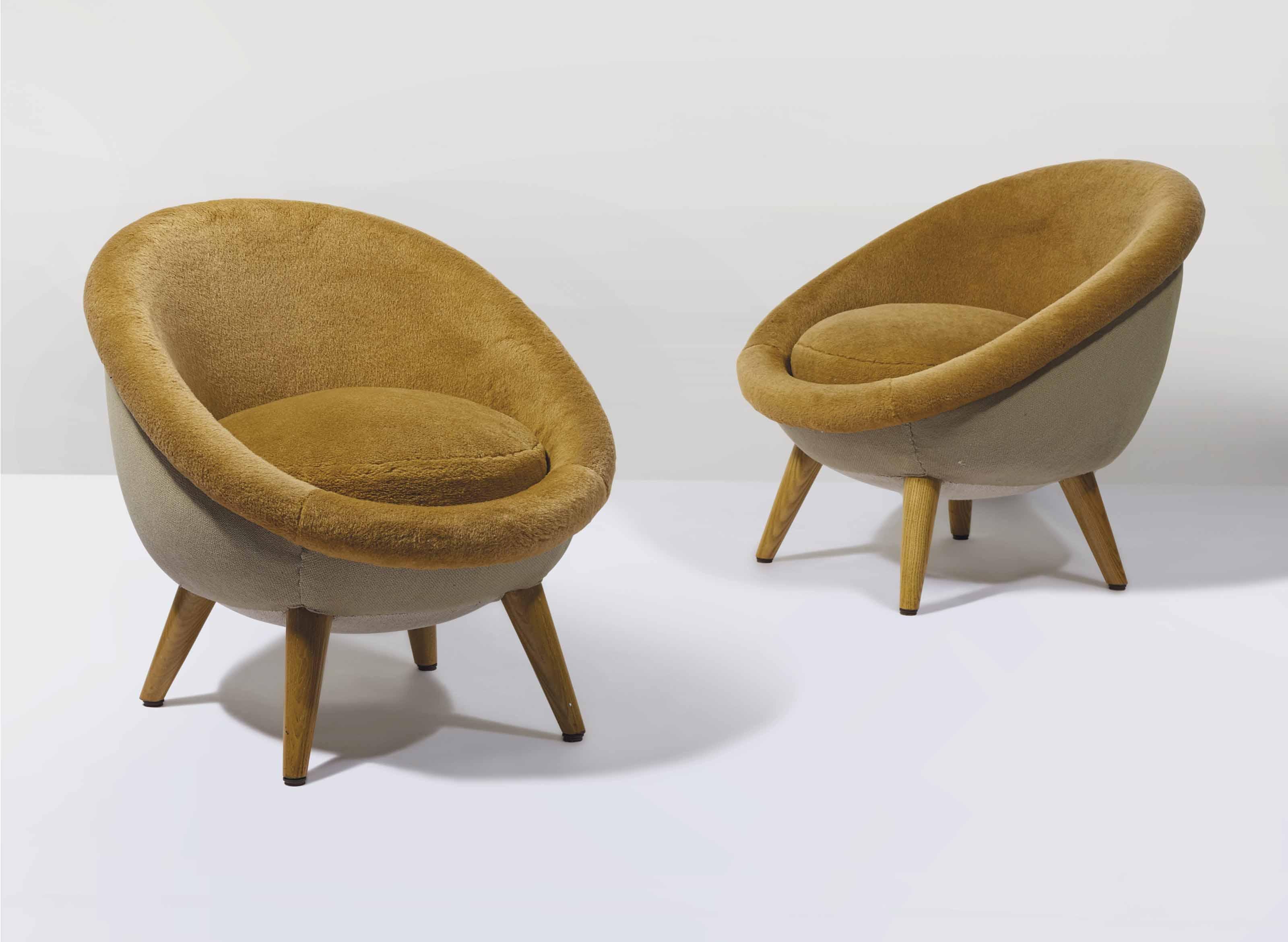 jean roy re 1902 1981 paire de fauteuils oeuf le mod le r alis partir de 1954 christie 39 s. Black Bedroom Furniture Sets. Home Design Ideas