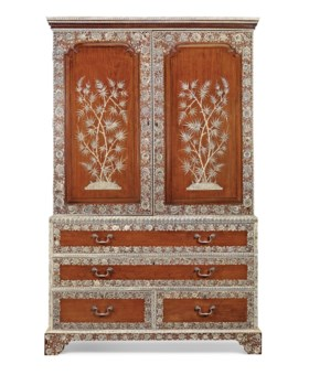 AN ANGLO-INDIAN ENGRAVED IVORY AND INDIAN ROSEWOOD CLOTHES-P