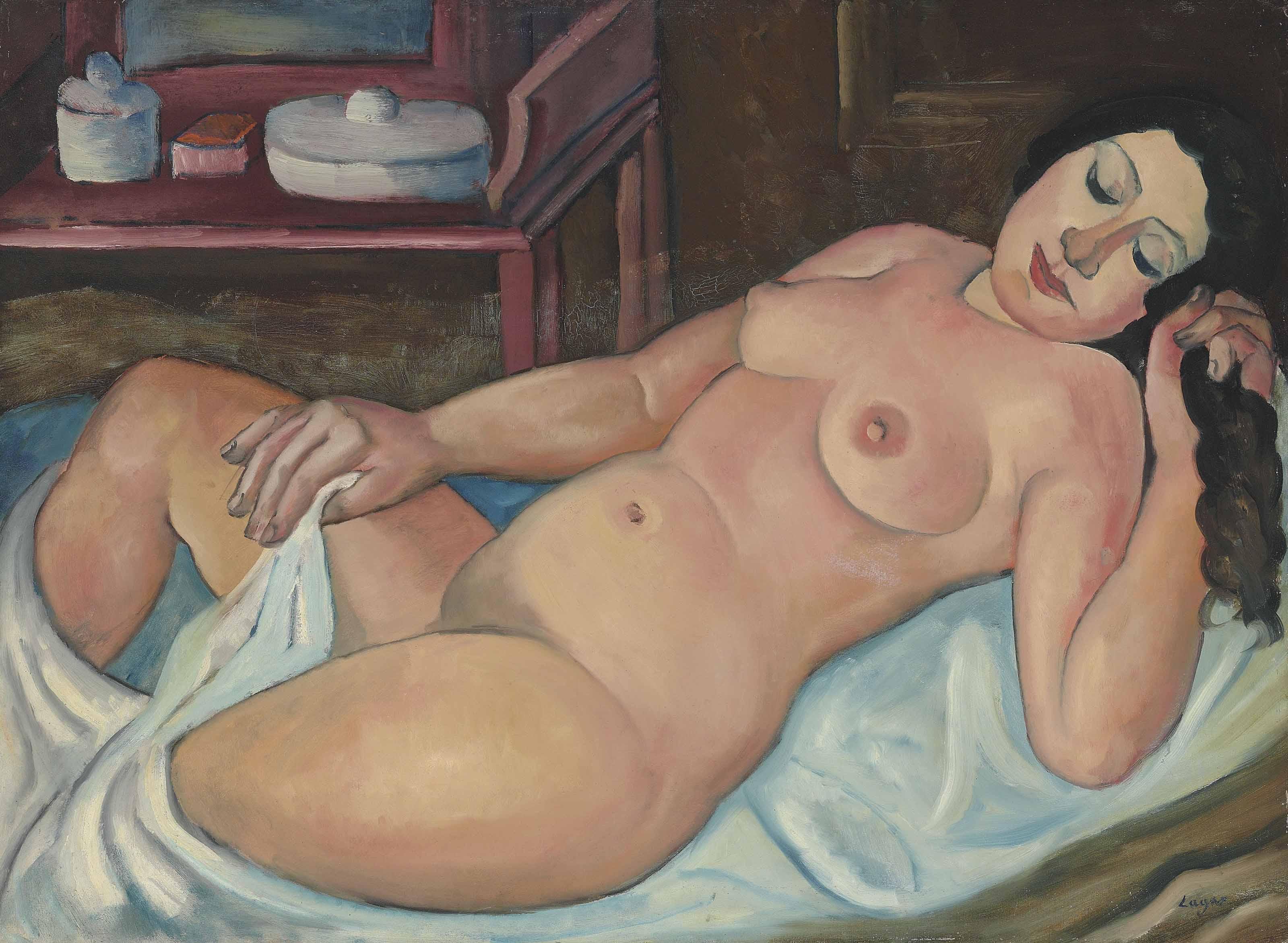 Femme nue couchée tenant ses cheveux