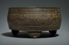 A RARE ARABIC-INSCRIBED BRONZE CYLINDRICAL TRIPOD CENSER