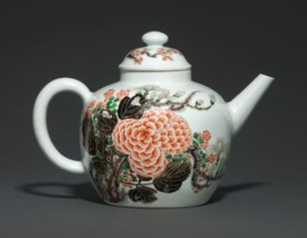 A VERY RARE AND LARGE FAMILLE VERTE 'YU TANG FU GUI' TEAPOT