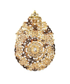 A DIAMOND-SET OPENWORK GOLD BROOCH