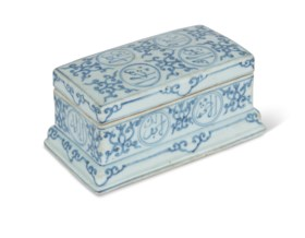 A RARE MING BLUE AND WHITE PORCELAIN PEN BOX