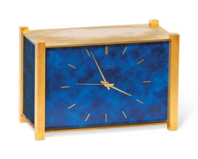 AN UNUSUAL GILT-BRASS AND DARK BLUE LACQUERED ELECTRONIC QUARTZ DESK CLOCK