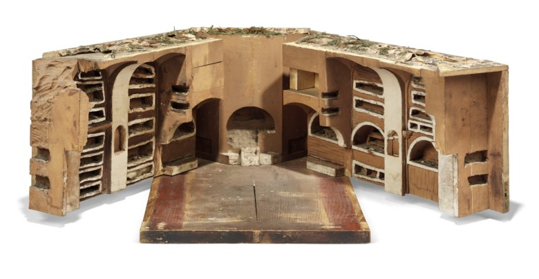 The model's exterior opens up to reveal catacombs, so detailed that they even feature grass and moss growing at ground level (the original catacombs of the Temple of Portunus were destroyed long ago)