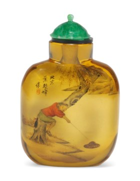 AN INSIDE-PAINTED 'HORSE BATHING' AMBER GLASS SNUFF BOTTLE
