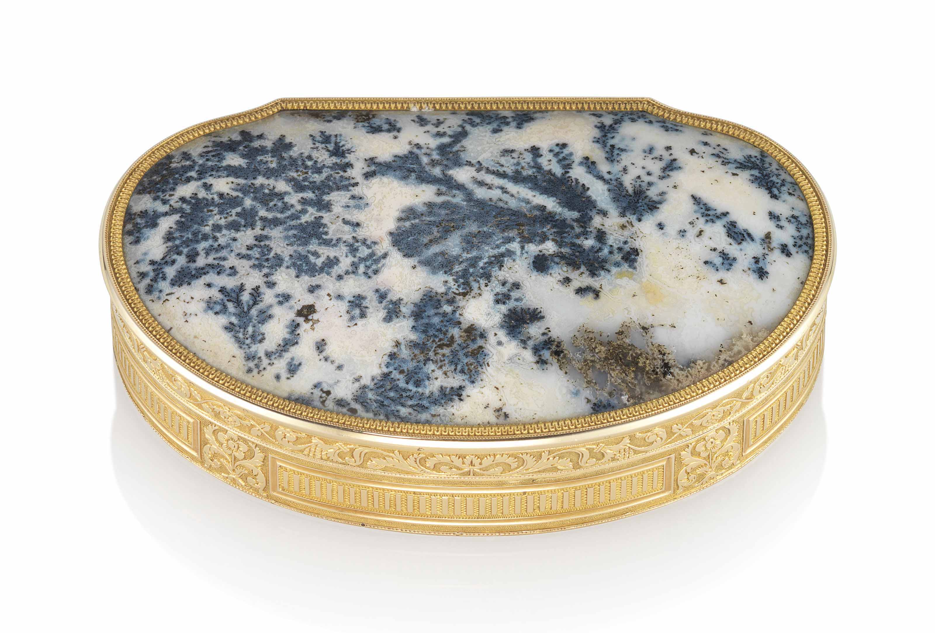 A FRENCH GOLD AND HARDSTONE SNUFFBOX