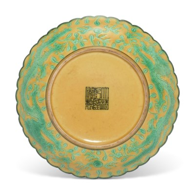 A SMALL YELLOW AND GREEN ENAMELLED 'DRAGON' DISH