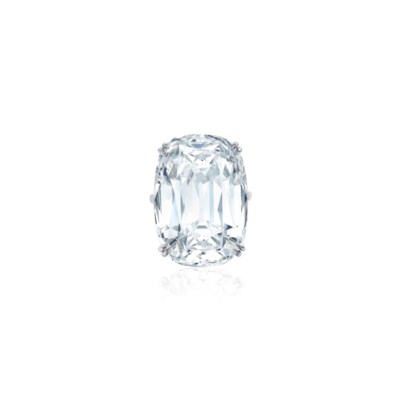 SUPERB DIAMOND RING, HARRY WIN