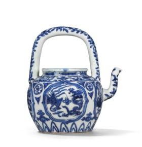 A BLUE AND WHITE 'DRAGON AND PHOENIX' TEA POT