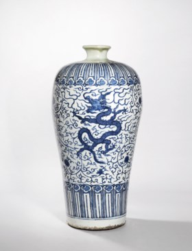 A MASSIVE BLUE AND WHITE 'DRAGON' VASE, MEIPING