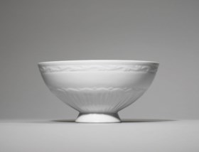 A LARGE WHITE-GLAZED MOULDED 'LOTUS' BOWL