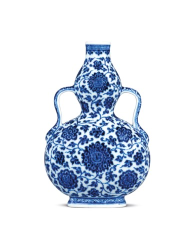 A fine blue and white double-gourd flask, Qianlong six-character seal mark in underglaze blue and of the period (1736- 1795). 6 ¾  in (17.2  cm) high, box. Estimate HK$1,000,000-1,500,000. This lot is offered in Important Chinese Ceramics and Works of Art on 28 November 2018 at Christie's in Hong Kong