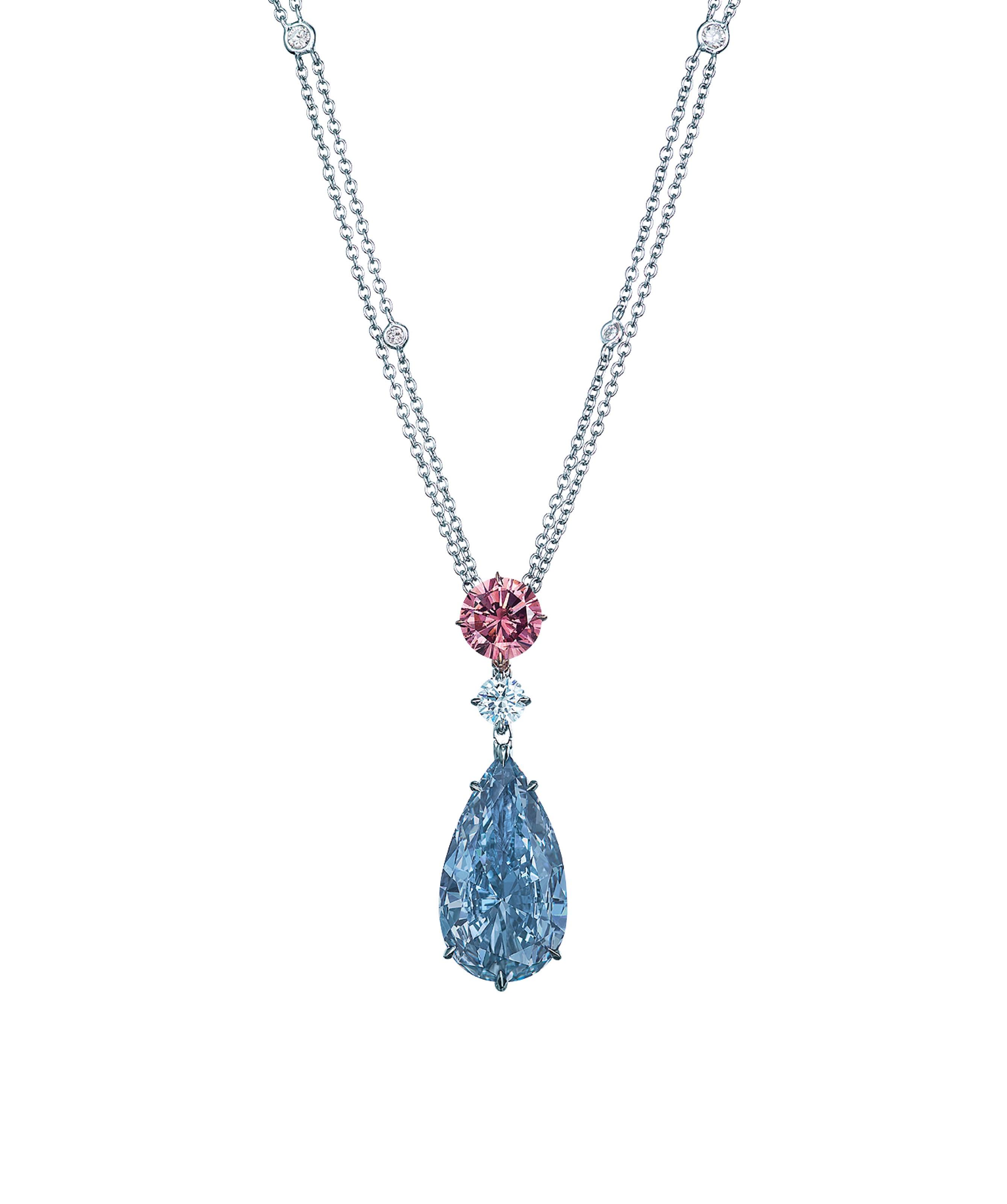 8.01克拉鲜彩蓝色IF钻石吊坠项链,Moussaieff设计 。此拍品于2018年5月29日在佳士得香港瑰丽珠宝及翡翠首饰中以159,850,000港元成交。