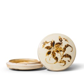 A CIZHOU PAINTED 'BUTTERFLY AND FLOWER' BOX AND COVER