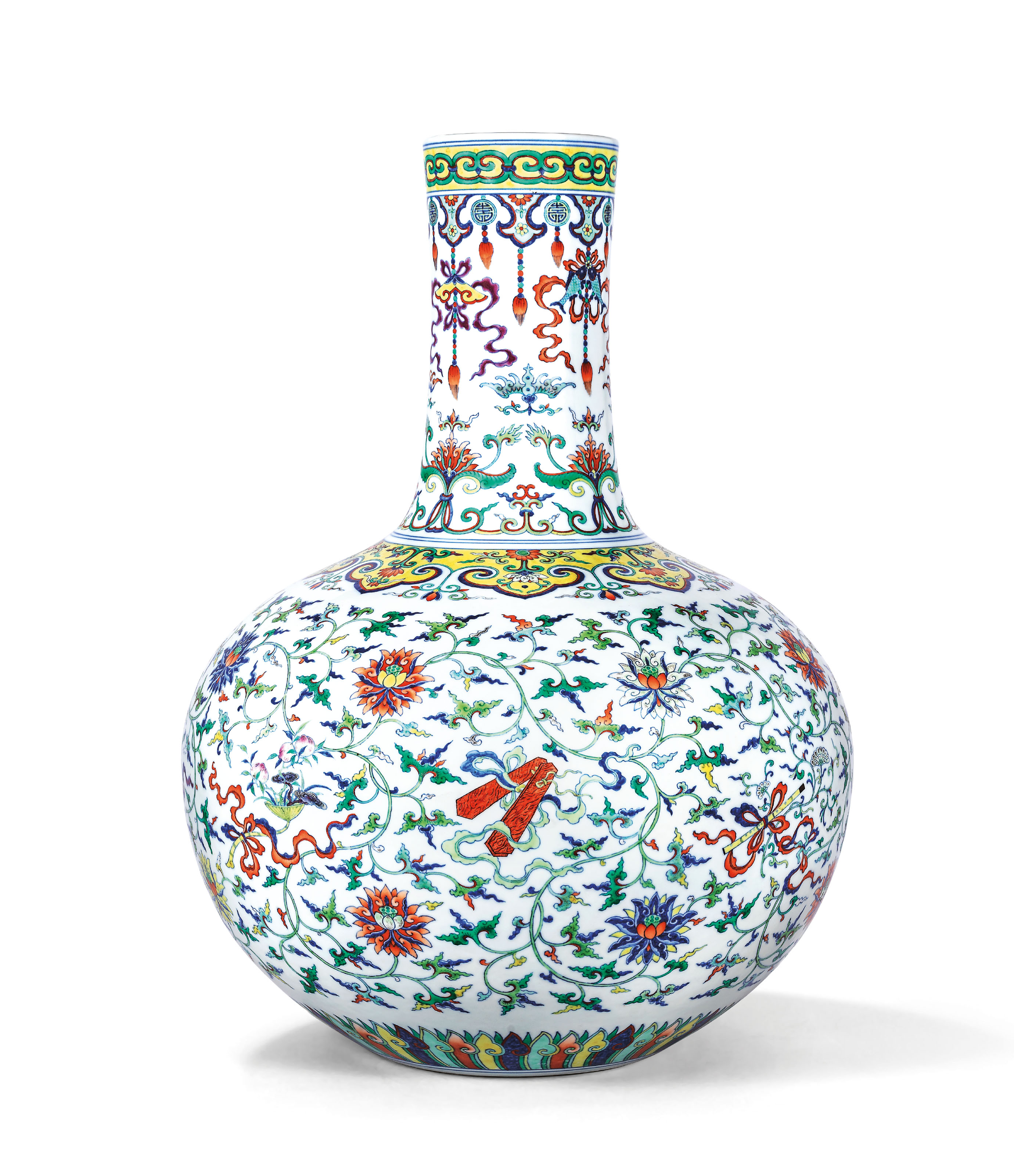 A FINE MAGNIFICENT AND EXTREMELY RARE DOUCAI AND FAMILLE ROSE 'ANBAXIAN' VASE, TIANQIUPING