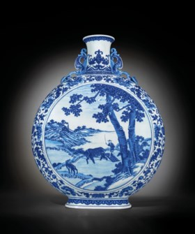 A MAGNIFICENT BLUE AND WHITE MOONFLASK