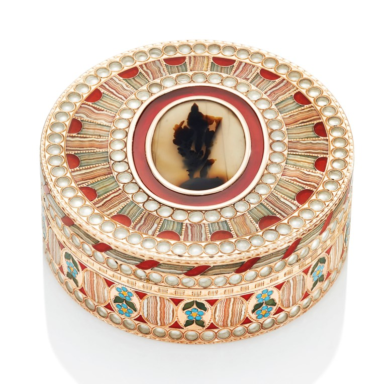 An important Saxon gold and hardstone bonbonnière, By Johann-Christian Neuber (1736-1808), circa 1780. 2½  in (64  mm)  diam. Estimate HK$3,200,000-5,200,000. This lot is offered in Gold Boxes on 25 November 2018 at Christie's in Hong Kong
