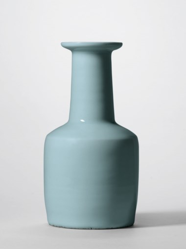 An important and very rare Longquan celadon mallet-shaped 'kinuta' vase, Southern Song dynasty (1127–1279). 9⅛  in (23.4  cm) high. Sold for HKD 42,850,000 on 26 November 2018 at Christie's in Hong Kong