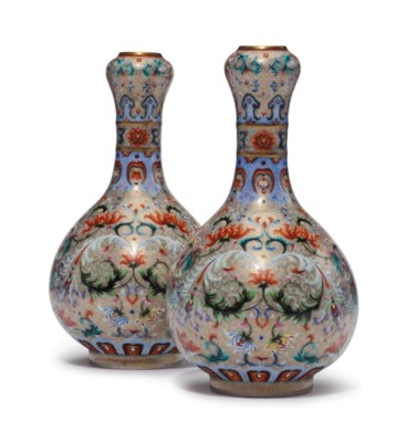 A PAIR OF CHINESE GILT-GROUND