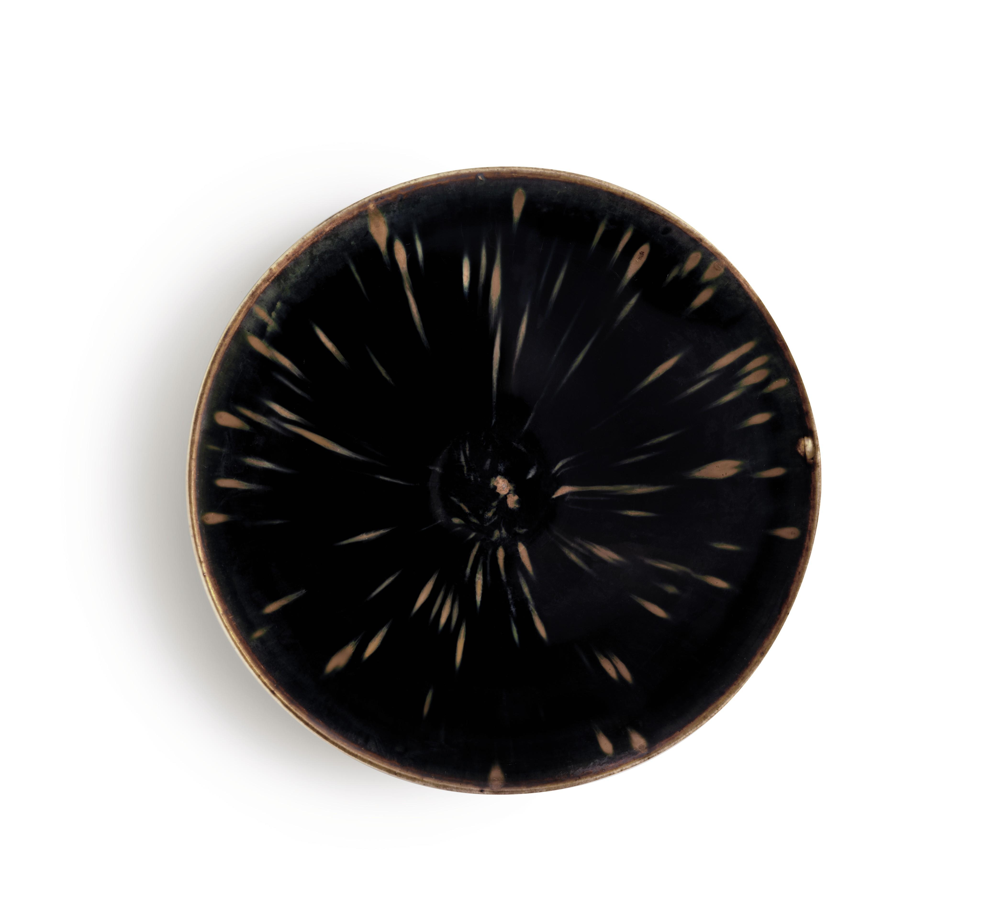 北宋 定窑黑釉鹧鸪斑碗,直径 7½寸 (19公分)。此拍品于2018年3月22日在佳士得纽约「古韵天成–临宇山人珍藏(三)」拍卖中以4,212,500  美元成交。