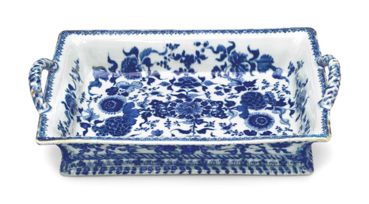 A BLUE AND WHITE RECTANGULAR T