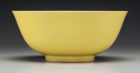 AN IMPERIAL YELLOW-GLAZED BOWL