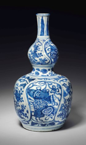 A RARE BLUE AND WHITE DOUBLE-GOURD VASE